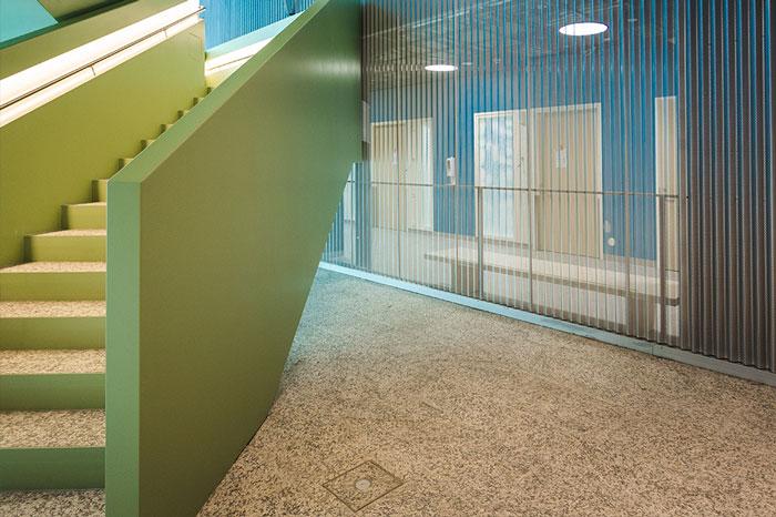PRP räätälöi aulaverhoukset KSSHP:n Sairaala Novaan
